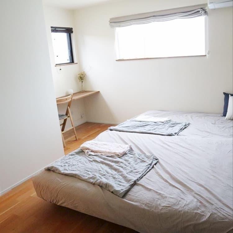 @ma.me_2347home カウンターデスクのある寝室