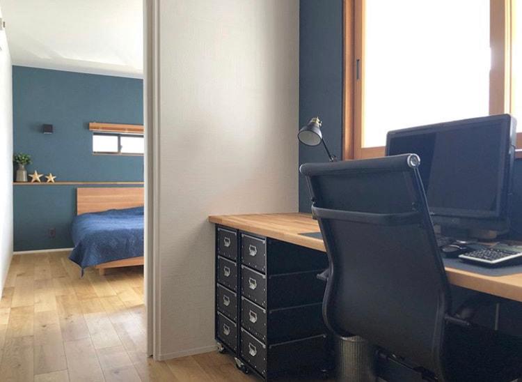 シックなデザインの書斎と寝室